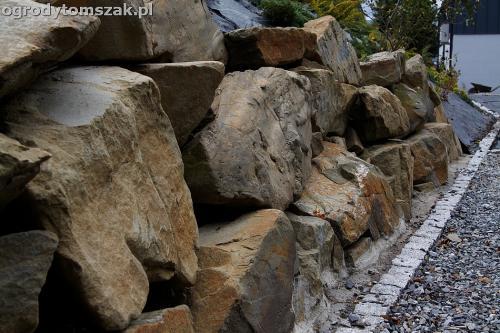 wilkowice mikuszowice lodygowice bystra ogrod murki piaskowiec trawnik schody piwniczka formowanie terenu skarpy IMG 8040