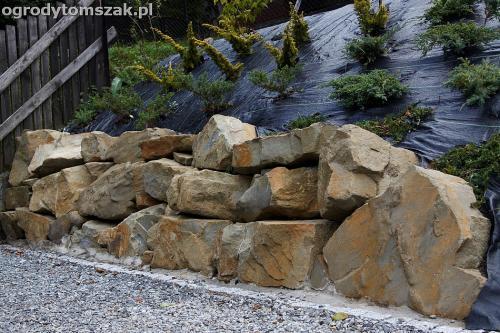 wilkowice mikuszowice lodygowice bystra ogrod murki piaskowiec trawnik schody piwniczka formowanie terenu skarpy IMG 8041