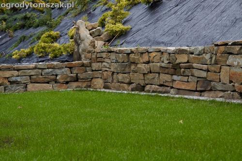 wilkowice mikuszowice lodygowice bystra ogrod murki piaskowiec trawnik schody piwniczka formowanie terenu skarpy IMG 8048
