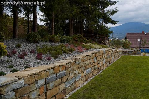 wilkowice mikuszowice lodygowice bystra ogrod murki piaskowiec trawnik schody piwniczka formowanie terenu skarpy IMG 8054
