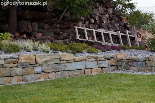 wilkowice mikuszowice lodygowice bystra ogrod murki piaskowiec trawnik schody piwniczka formowanie terenu skarpy IMG 8065