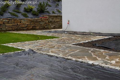 wilkowice mikuszowice lodygowice bystra ogrod murki piaskowiec trawnik schody piwniczka formowanie terenu skarpy IMG 8122