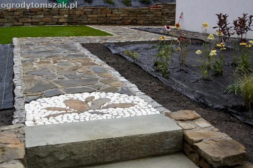 wilkowice mikuszowice lodygowice bystra ogrod murki piaskowiec trawnik schody piwniczka formowanie terenu skarpy IMG 8126