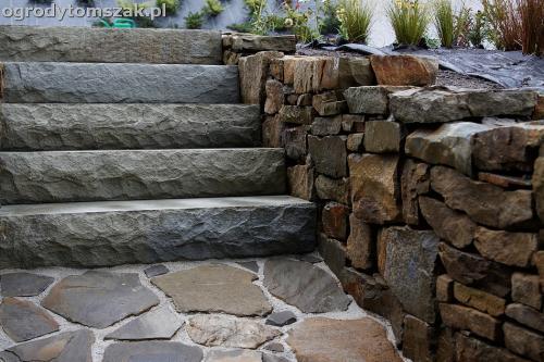 wilkowice mikuszowice lodygowice bystra ogrod murki piaskowiec trawnik schody piwniczka formowanie terenu skarpy IMG 8127