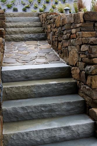 wilkowice mikuszowice lodygowice bystra ogrod murki piaskowiec trawnik schody piwniczka formowanie terenu skarpy IMG 8128