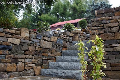 wilkowice mikuszowice lodygowice bystra ogrod murki piaskowiec trawnik schody piwniczka formowanie terenu skarpy IMG 8129