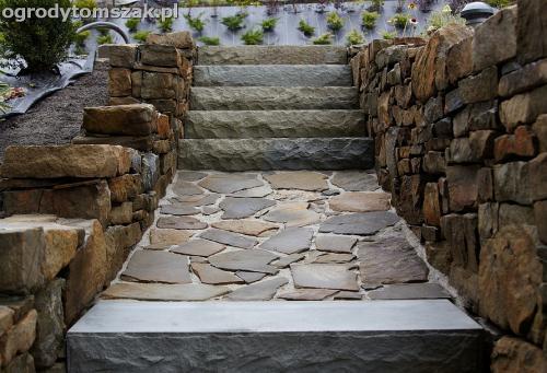wilkowice mikuszowice lodygowice bystra ogrod murki piaskowiec trawnik schody piwniczka formowanie terenu skarpy IMG 8142