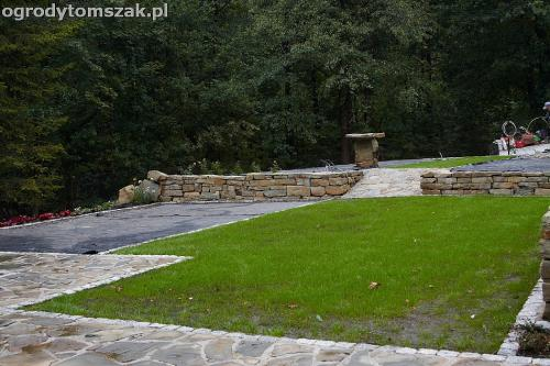 wilkowice mikuszowice lodygowice bystra ogrod murki piaskowiec trawnik schody piwniczka formowanie terenu skarpy IMG 8149