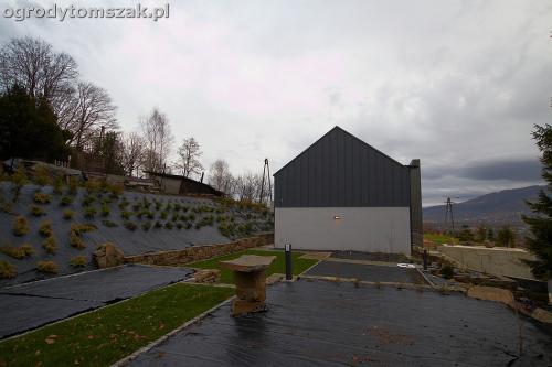 wilkowice mikuszowice lodygowice bystra ogrod murki piaskowiec trawnik schody piwniczka formowanie terenu skarpy IMG 8502
