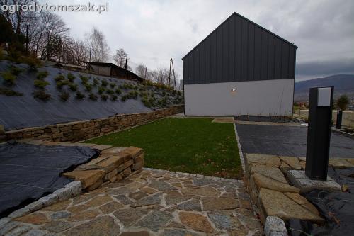 wilkowice mikuszowice lodygowice bystra ogrod murki piaskowiec trawnik schody piwniczka formowanie terenu skarpy IMG 8503
