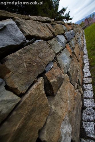 wilkowice mikuszowice lodygowice bystra ogrod murki piaskowiec trawnik schody piwniczka formowanie terenu skarpy IMG 8514