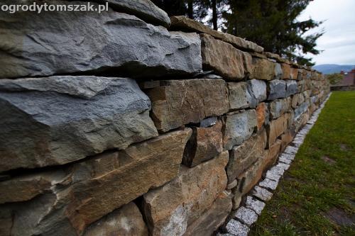 wilkowice mikuszowice lodygowice bystra ogrod murki piaskowiec trawnik schody piwniczka formowanie terenu skarpy IMG 8516